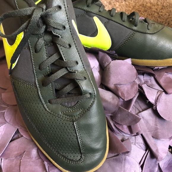 Men's Nike better world tennis shoes